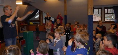 Musikvormittag mit Kinderliedermacher Matthias Meyer-Göllner