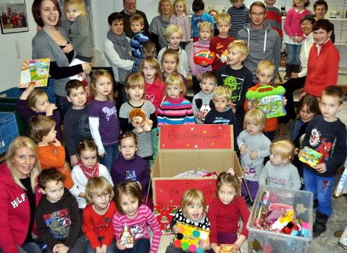 Löwenzahn- und Kornblumengruppe spendet Geschenke für Kinder der Tafel-Kunden
